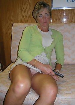 Upskirt no panties on this milf