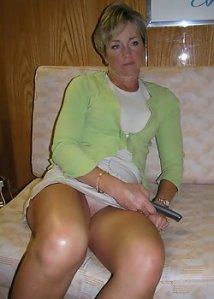 Milf Upskirt no panty